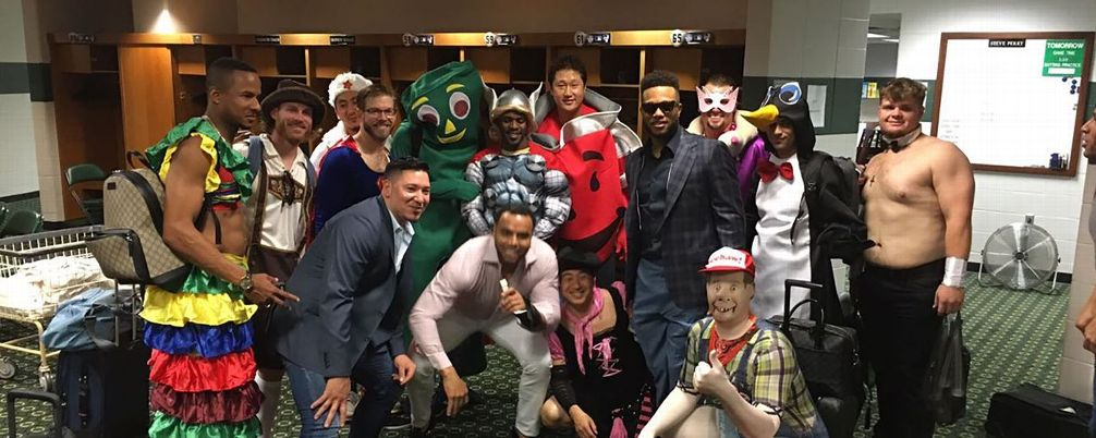 mariners-rookie-dress-up-day